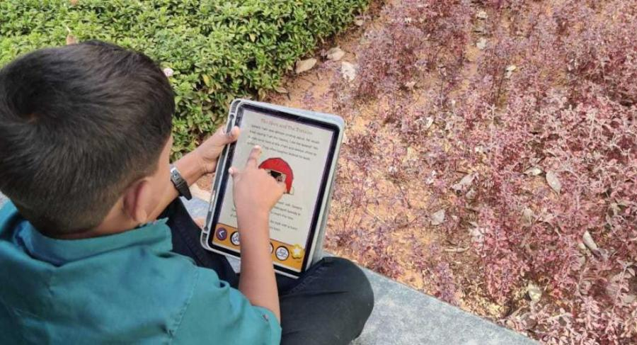 Child using Avaz Reader app